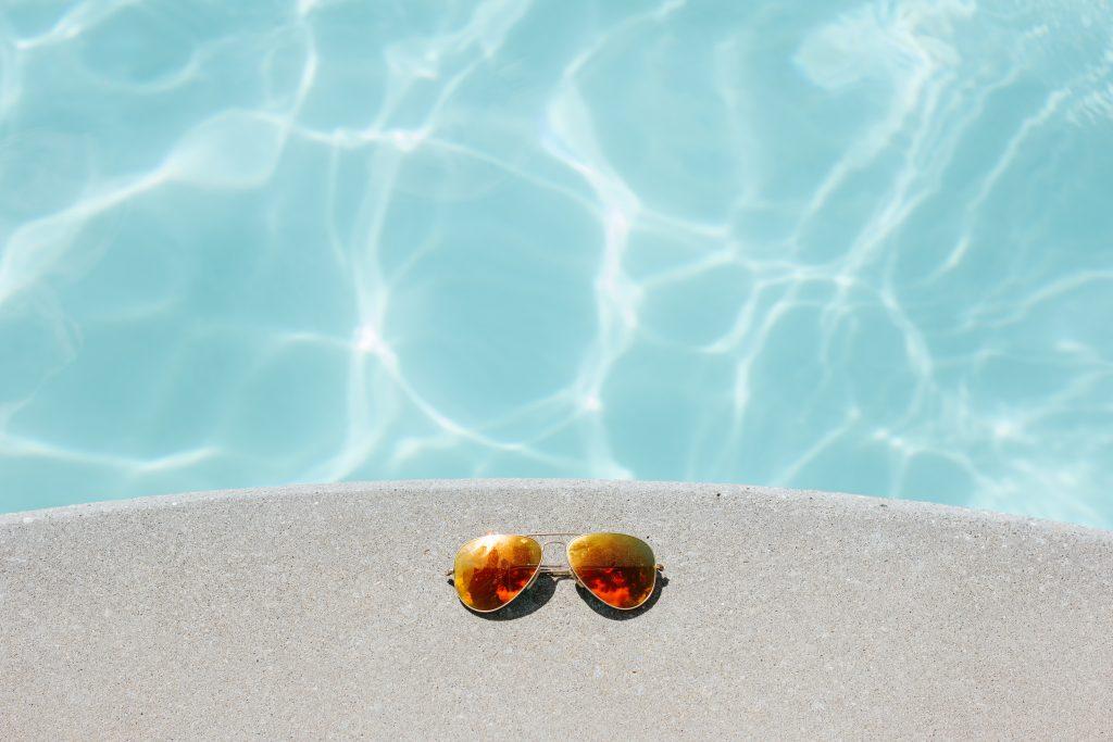 Blake sunglasses pool side